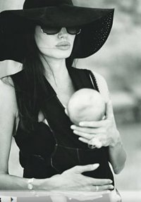 Говорят: Анджелина Джоли снова беременна?