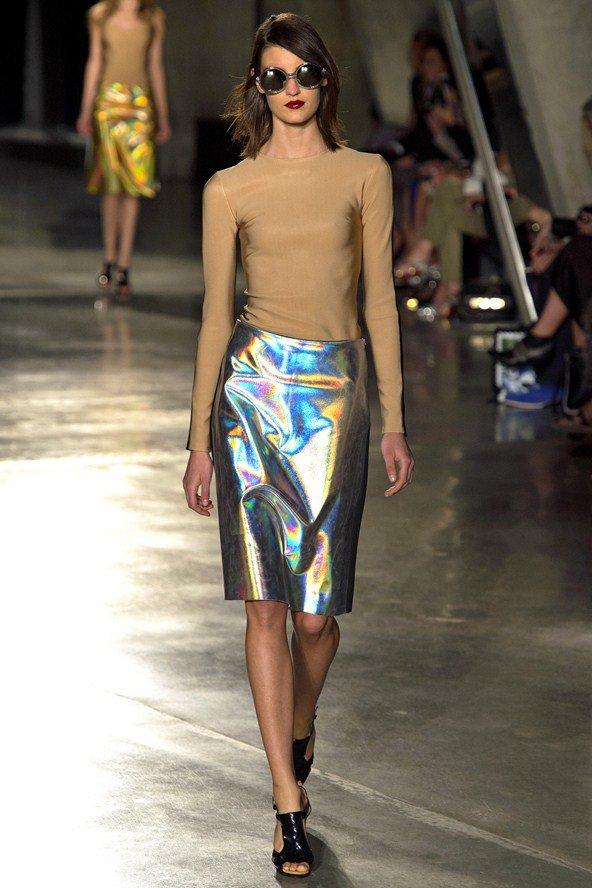 Блестящая одежда возвращается в моду