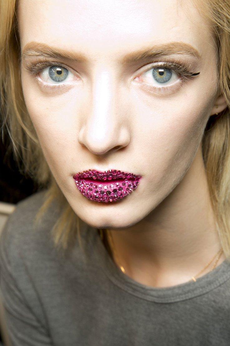 Губы в стразах от Christian Dior