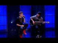 Джастин Бибер исполнил акустическую версию песни Boyfriend на «Шоу Эллен Дедженерес»