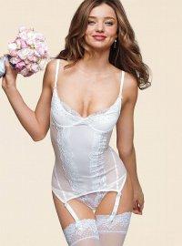 А что под свадебным платьем?