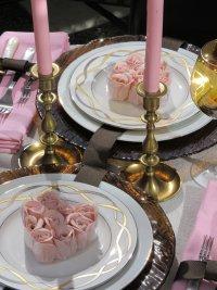 «Розовая» идея сервировки стола на День святого Валентина