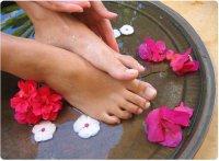 Цветочная ванночка для ног от трещин на коже