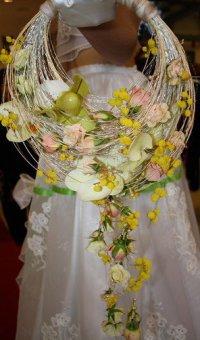 Свадебный букет в форме кольца