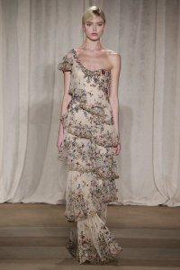 Многослойное платье от Marchesa на неделе моды в Нью-Йорке