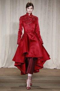 Красное платье от Marchesa на неделе моды в Нью-Йорке
