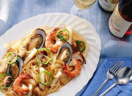 Паста с морепродуктами и маринованными грибами