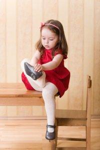 Как научить ребенка одеваться без капризов