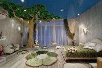 Детская комната с деревом