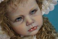 Добрая кукла-вампир