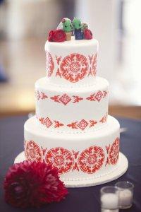 Свадебный торт с орнаментом