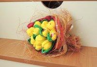 Букет из конфет на 8 Марта: крокусы