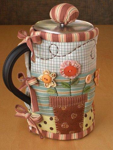 Идеи на 8 марта: грелка для чашки в подарок
