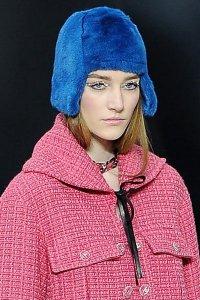 Меховая шапка от Chanel