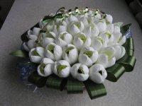 Букет из конфет на 8 Марта: корзина подснежников