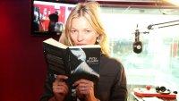Кейт Мосс прочла «50 оттенков серого» в прямом эфире