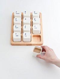 Набор чашек, стилизованный под клавиатуру