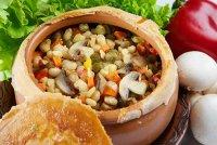 Блюда в пост: фасоль в горшочке