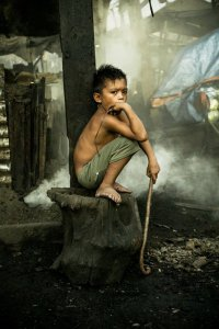 Жизнь детей на свалке «дымящаяся гора»