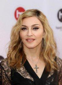 Как живется бездомному брату Мадонны?