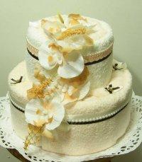 Необычный подарок: торт из полотенец