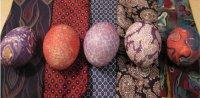 Окрашиваем яйца шелком