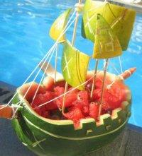 Корабль из арбуза для праздничного стола