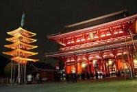 Красивый храм Сэнсо-дзи в Токио