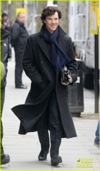 Бенедикт Камбербэтч на съемках «Шерлока»