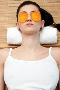 Освежающая маска для кожи вокруг глаз из петрушки и картофеля