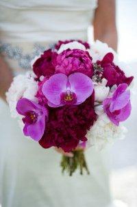 Букет невесты в сиренево-малиновой гамме