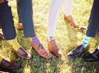 Свадебный тренд: яркие носки для жениха