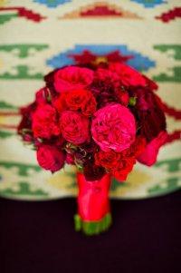 Ярко-красный букет невесты