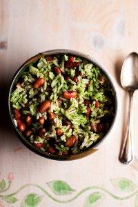 Рис с фасолью анасази в зеленом травяном соусе