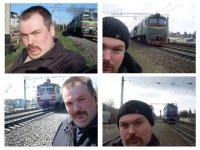 Концептуально: мужчина и локомотив