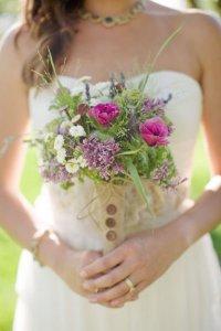 Свадебный букет на портбукетнице: просто и удобно