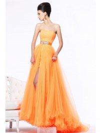 Выпускные платья 2013: платье без бретелек
