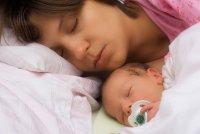Как кормить новорожденного в первые сутки?