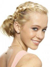 Прическа на выпускной 2013: коса набок с пучком