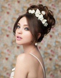 Прическа на выпускной: украшение цветами