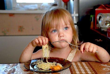 Этикет за столом: что ребенок должен делать