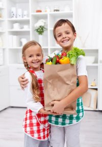 Игры с ребенком на кухне: прятки