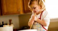 Игры с ребенком на кухне: мамина ошибка