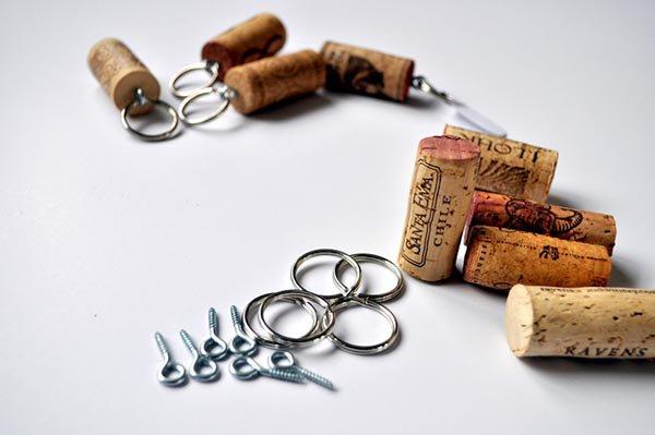 Брелоки из винных пробок
