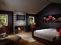 Телевизор в спальне: где и как поставить