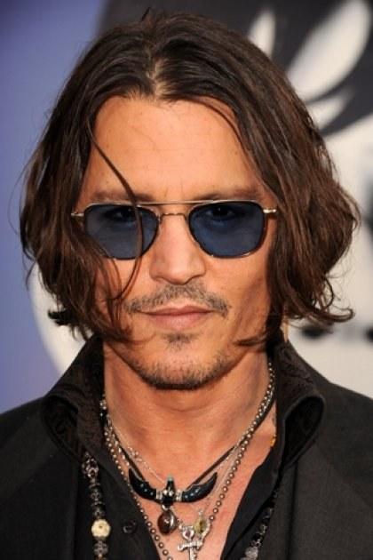Почему Джонни Депп постоянно носит затемненные очки?