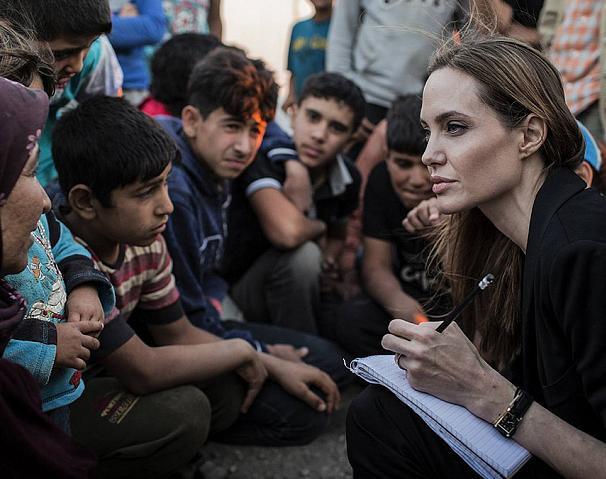 Анджелина Джоли не бросила благотворительность