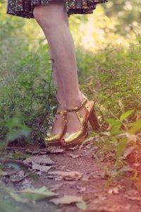 Золотые туфли: с чем носить?