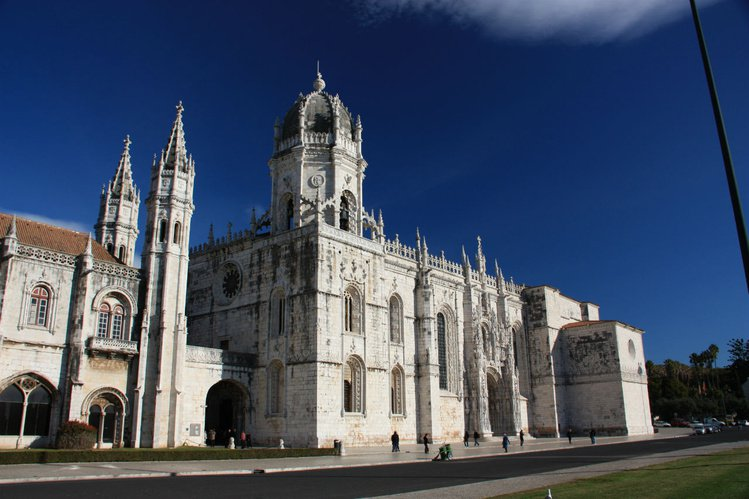 Красивый монастырь Жеронимуш
