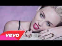Золотые зубы, дымовые шашки и отрезанные пальцы: Майли Сайрус в клипе We Can`t Stop